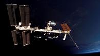 ISS und Columbus%2dLabor vor der unbeleuchteten Erde