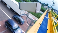 Digitalkamera auf einer Schilderbrücke der Mess%2d und Versuchsstrecke des DLR