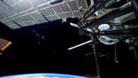 Blick aus der russischen Luftschleuse auf die ISS