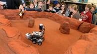 Testfahrt in nachgebauter Marslandschaft