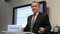 Umweltminister Franz Untersteller spricht beim Wasserstofftag in Lampoldshausen.