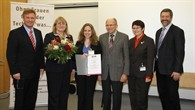 Anja Frank (dritte von links) bei der Überreichung der Auszeichung in Lampoldshausen.