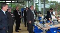 Peter Altmaier und Vincent Kokert im DLR_School_Lab Neustrelitz
