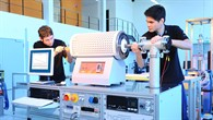 """Andreas Schmitz (links) und Andreas Sesselmann bei der Arbeit in der """"TEG%2dLine"""""""