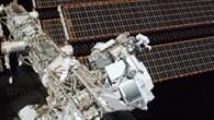 Astronauten Greg Chamitoff und Andrew Feustel installieren AMS%2d02
