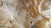 Blick in das Innere des hundert Kilometer großen Kraters Liais.