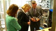 Ministerin Bauer besucht das Mikrogasturbinen%2dLabor