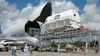 Columbus kurz vor dem Transfer zum Kennedy Space Center