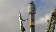 Am 22. April 2008 stand die Sojus%2dRakete fertig montiert an der Startrampe, um GIOVE%2dB ins All zu bringen. GIOVE%2dB ist einer der beiden Satelliten, die die Funktionsfähigkeit einzelner Elemente des Navigationssystems Galileo zeigen sollten. Auf Grundlage der Ergebnisse von GIOVE%2dA und B wurden Satelliten entwickelt, die im Jahr 2011 als erste Satelliten von Galileo ins All gebracht wurden.