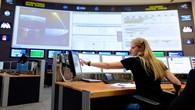 Blick in einen Kontrollraum des deutschen Raumfahrtkontrollzentrums (GSOC) in Oberpfaffenhofen