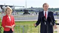 DLR%2dVorstandsvorsitzender Wörner beim Pressestatement mit Bundesverteidigungsministerin von der Leyen
